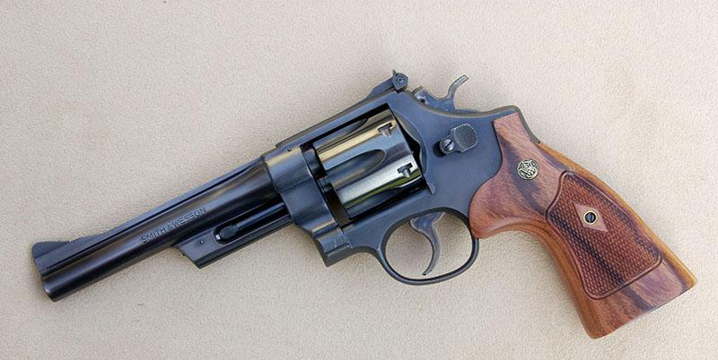 Pourquoi je ne trouve pas de Smith & Wesson modèle 27 ? - Page 6 28-2-newstocks